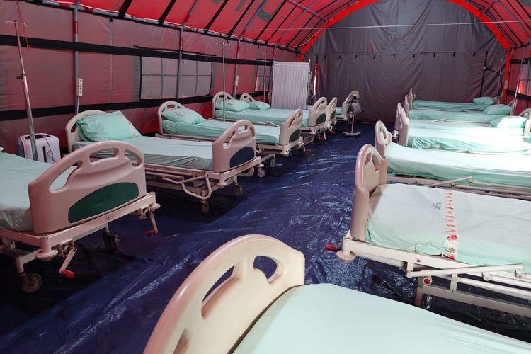 Tenda khusus pasien Covid-19 yang didirikan di RSUP Sitanala, Neglasari, Kota Tangerang, mulai dioperasikan pada Senin (28/6/2021) malam.