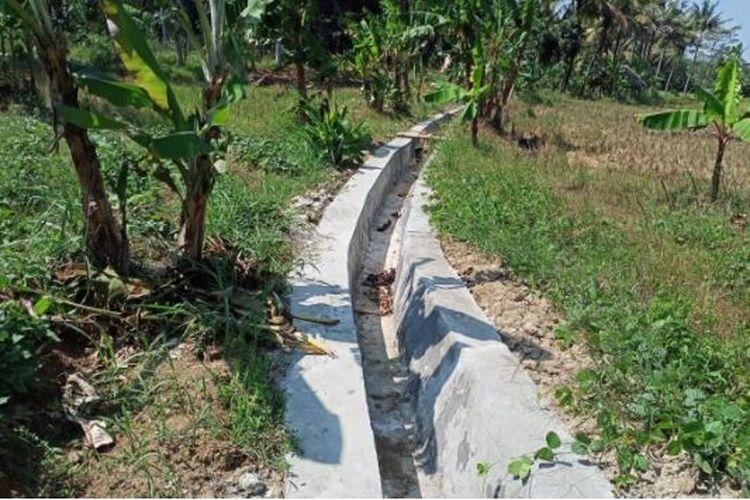 Pengerjaan program Rehabilitasi Jaringan Irigasi Tersier (RJIT) di Desa Parung Panjang ditargetkan mengairi lahan seluas 90 hektar (ha) di Desa Parung Panjang, Kecamatan Wanasalam, Kabupaten Lebak, Banten.