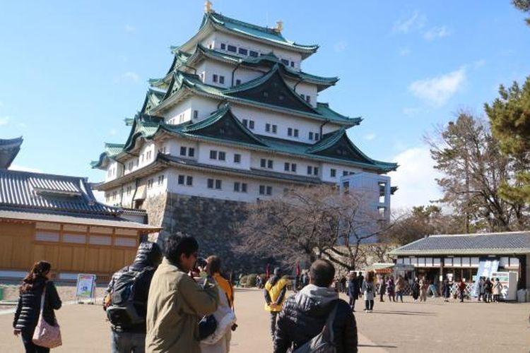 Istana Nagoya di Prefektur Aichi, Jepang, salah satu destinasi wisata sejarah yang banyak dikunjungi wisatawan baik domestik maupun mancanegara. Foto diambil pada Senin (13/2/2017).