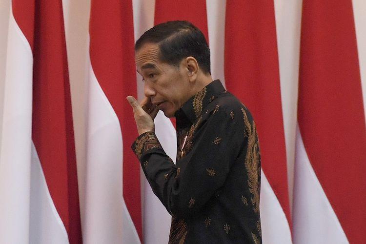 Presiden Joko Widodo tiba untuk memimpin rapat terbatas di Kantor Kepresidenan, Jakarta, Rabu (23/1/2019). Ratas itu membahas RUU tentang Minyak dan Gas Bumi. ANTARA FOTO/Akbar Nugroho Gumay/wsj.