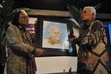 Jakob Oetama Raih Penghargaan Jurnalisme dari Achmad Bakrie Award