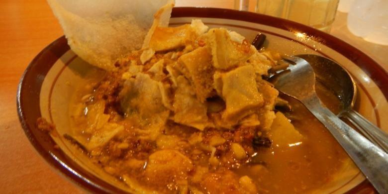 Rujak soto, kuliner eksperimen yang selalu dicari.