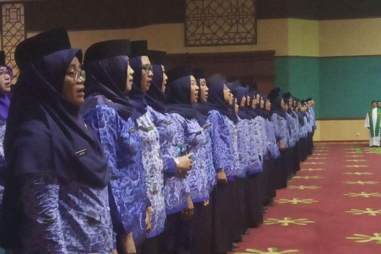 Bupati Bogor Ade Yasin melantik 577 PNS di Gedung Tegar Beriman, Kecamatan Cibinong, Kabupaten Bogor, Jawa Barat, Senin (27/1/2020)