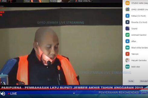 Khawatir Tenggelam, Anggota DPRD Jember Rapat Paripurna Pakai Pelampung