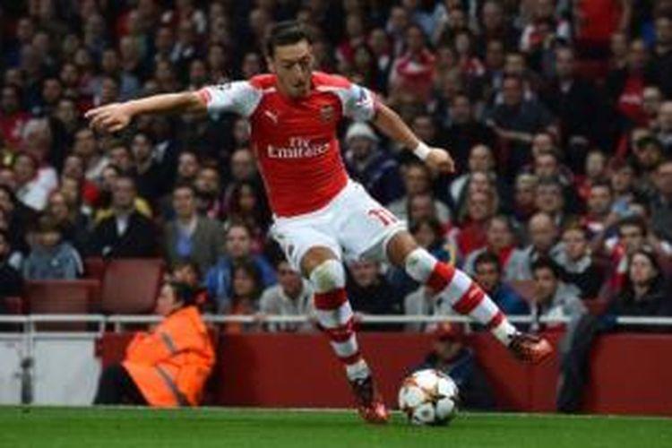 Gelandang Arsenal asal Jerman, Mesut Oezil.