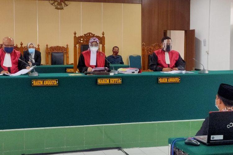 Majelis Hakim Pengadilan Negeri Tegal membacakan vonis dihadapan terdakwa kasus konser dangdut Wakil Ketua DPRD Kota Tegal Wasmad Edi Susilo, Selasa (16/1/2021)
