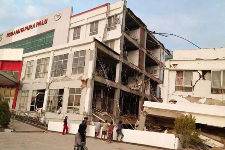 Kondisi bangunan RS Anutapura yang rusak akibat gempa di Kota Palu, Sulawesi Tengah, Sabtu (29/9/2018).
