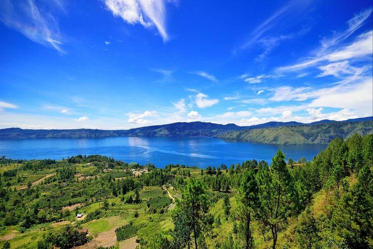 Pemandangan Danau Toba di Sumatera Utara (dok. Instagram @disparkabsamosir).
