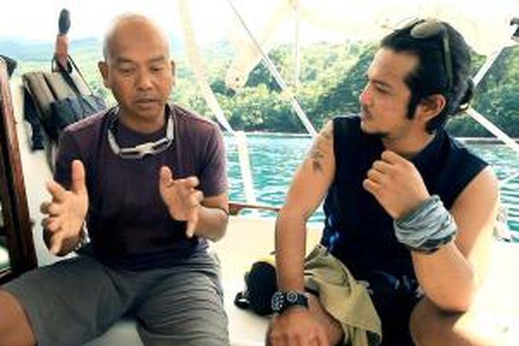 Ramon Y. Tungka berbincang bersama Rob Rama Rambini, pria Indonesia pertama yang berlayar dari California, Amerika Serikat hingga Pulau Bali.