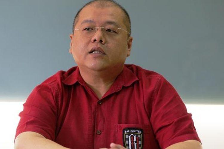 CEO Bali United, Yabes Tanuri, saat berkunjung ke kantor Kompas.com, Senin (30/1/2017).