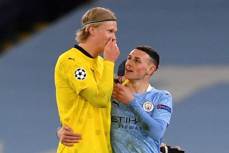 Dua pemain muda kubu Manchester City dan Borussia Dortmund, Phil Foden (20 tahun) dan Erling Haaland (21 tahun) berbicara akrab di lapangan seusai laga leg pertama babak perempat final Liga Champions, Rabu (7/4/2021) dini hari WIB.