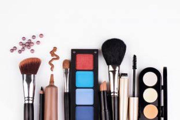 Ilustrasi alat makeup dan kosmetik.