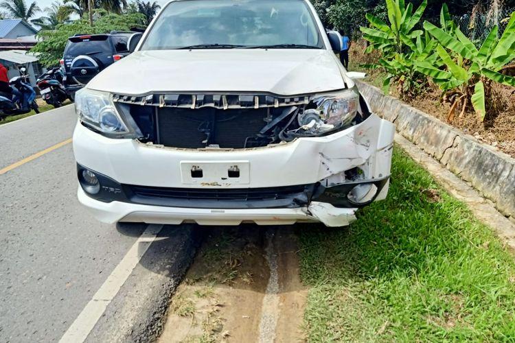 Kondisi mobil dinas Wabup Nunukan Kaltara H.Hanafiah pasca menabrak pengemudi motor