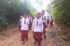 Tak Ada Listrik dan Internet, Ini Kisah Anak-anak Suku Talang Mamak Belajar Saat Pandemi