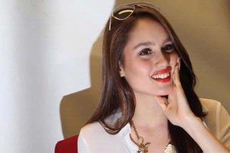 Penyanyi dan artis peran Cinta Laura Kiehl atau Cinta Laura merilis single keduanya, yang berjudul