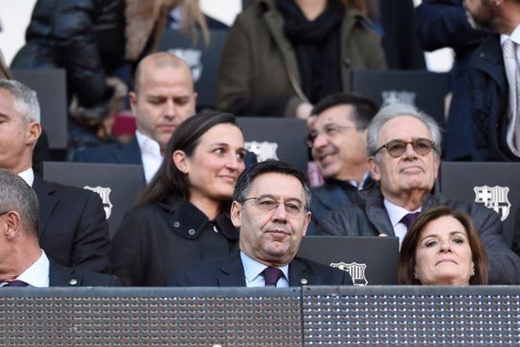 Presiden Barcelona, Josep Maria Bartomeu, menonton laga Barcelona vs Eibar