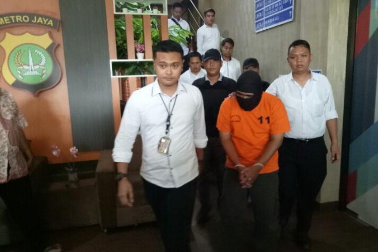 Kepolisian Tangerang Selatan menangkap HA, pelaku pengancam culik dan perkosa artis peran Syifa Hadju melalui media sosial instagram. Pelaku ditangkap di rumahnya kawasan Karanganyar, Jawa Tengah, pada Minggu (1/3/2020).