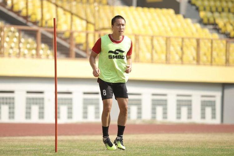 Arthur Irawan masuk ke PS Sleman pada musim 2020-2021 dari Badak Lampung.