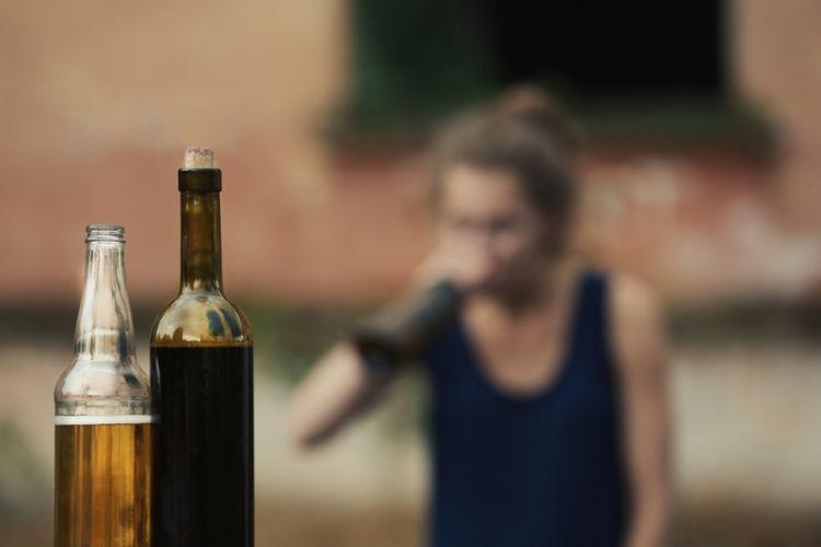 Ilustrasi minuman keras oplosan. (Shutterstock)