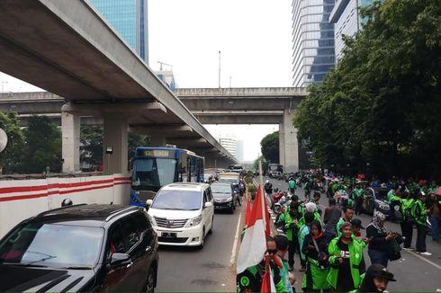 Ada Demo Ojol di Kedubes Malaysia, Jalan Rasuna Said Macet