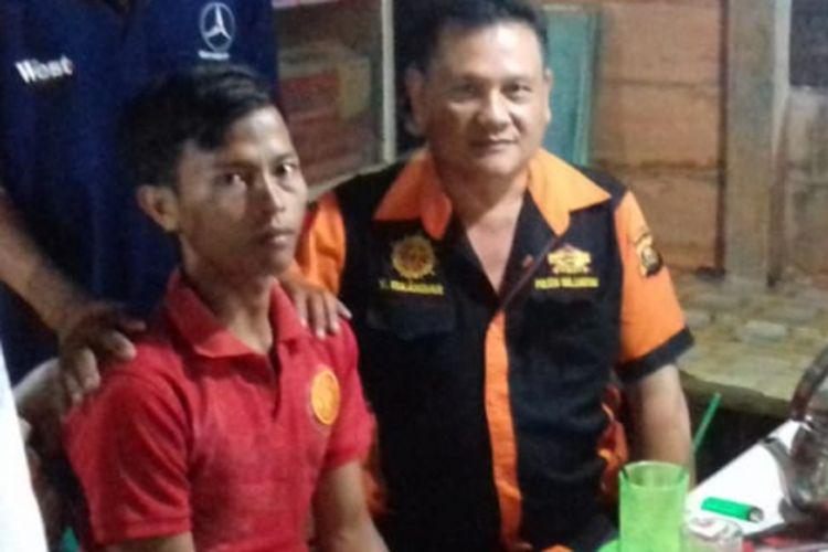 Acundra (21) warga Dusun 5, Desa Kertasari Kecamatan Karang Dapo, Kabupaten Musirawas Utara (Muratara), Sumatera Selatan, salah satu pelaku perampokan sopir taksi online ketika dijemput petugas disalah satu kediaman keluarganya.