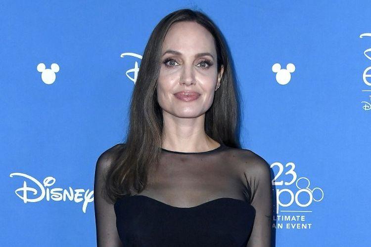 Aktris Angelina Jolie menghadiri acara Go Behind The Scenes with Walt Disney Studios pada perhelatan D23 Expo 2019 di Anaheim Convention Center di Anaheim, California, pada 24 Agustus 2019.