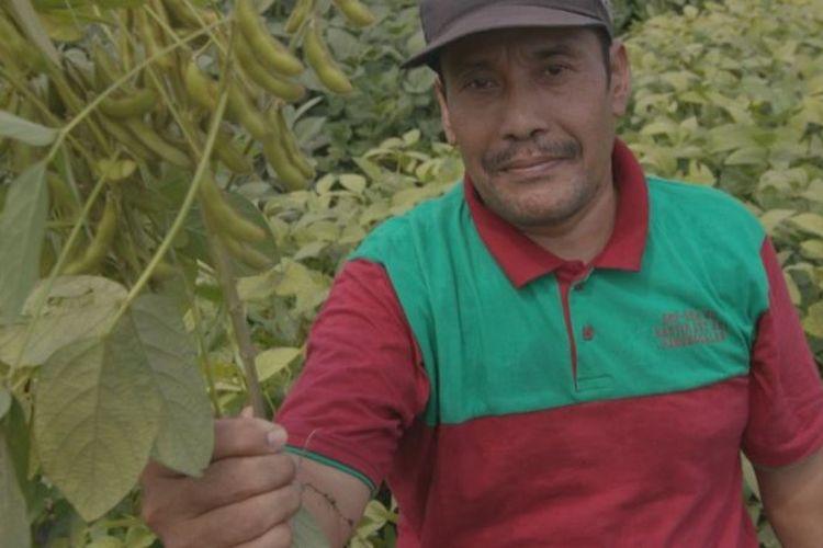 Abdul Karim telah menanam kedelai secara turun-temurun, namun memutuskan beralih ke komoditas yang lebih menguntungkan.