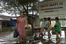 Pedagang Pantai Glagah Kulonprogo Tutup Warung akibat Gelombang Tinggi