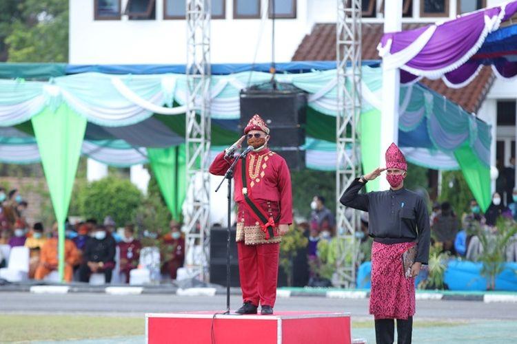 Gubernur Kepulauan Babel Erzaldi Rosman, saat menjadi Inspektur Upacara Peringatan Hari Jadi ke-20 Provinsi Kepulauan Babel, Sabtu (21/11/2020).