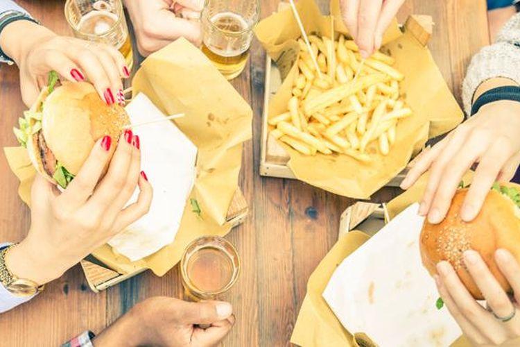 Ayam goreng, minuman bersoda, es krim, dan kentang goreng, mengandung lemak jenuh dan Polycyclic Aromatic Hydrocarbons (PAHs)?lemak dari proses penggorengan yang menghalangi tubuh menyerap insulin.