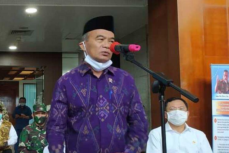 Menteri Koordinator Pembangunan Manusia dan Kebudayaan (Menko PKM) Muhadjir Effendi saat memberikan keterangan kepada wartawan di Kantor Gubernur Maluku, Senin (6/7/2020)