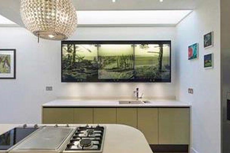 Desain Dapur Dekat Garasi memajang karya seni bukan cuma di ruang tamu halaman all