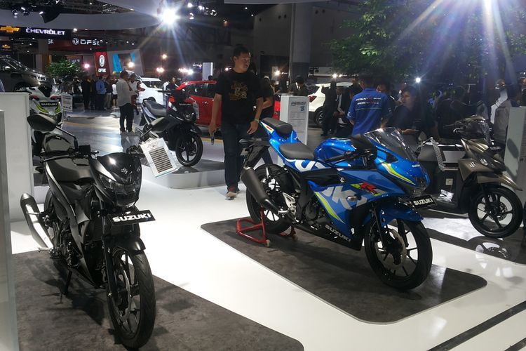 Booth Suzuki Indomobil Sales (SIS) divisi roda dua di pameran Indonesia International Motor Show (IIMS) 2018.