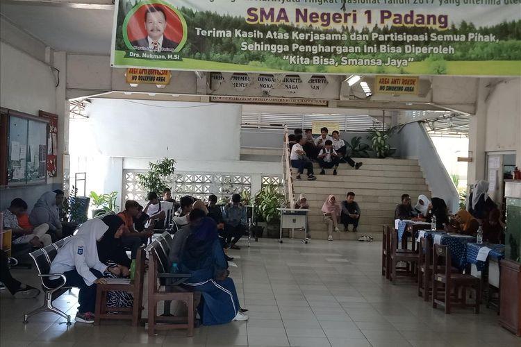 Pendaftaran PPDB di SMA 1 Padang berlangsung lancar tanpa antrian panjang, Kamis (4/7/2019)