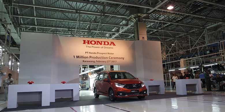 Mobilio menandai produksi lokal Honda Prospect Motor (HPM) ke-1 juta unit.