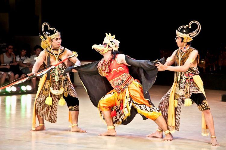 Sendratari Ramayana berdasarkan kisah Ramayana pada relief Candi Prambanan.