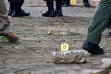 Polisi Periksa Serpihan Sisa Ledakan di Monas