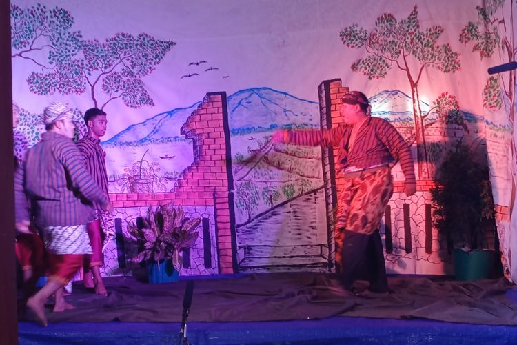 Paguyuban Kethoprak Sayung Mulyo, Kabupaten Demak , Jateng , saat menggelar pertunjukan daring dengan lakon Mas Karebet, Minggu (15/11/2020)