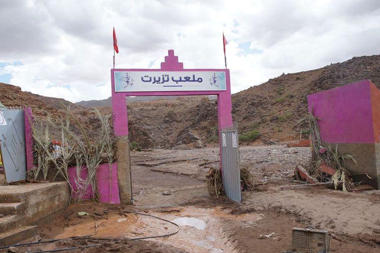 Lokasi pertandingan sepak bola amatir di desa Tizert, Maroko, ketika banjir bandang menghantam Rabu (28/8/2019). Setidaknya tujuh orang tewas dalam insiden tersebut.
