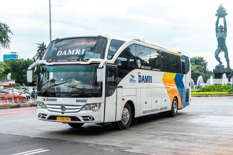 Armada bus sehat Damri yang melayani rute dari dan menuju Jakarta.