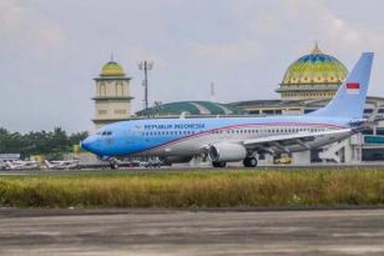 Pesawat Kepresidenan Boeing Business Jett mendarat di Bandara Sultan Iskandar Muda, Blangbintang, 16 April 2014. Pesawat kepresidenan pertama milik Republik Indonesia tersebut melakukan percobaan penerbangan.