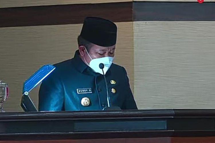 Bupati Jember Hendy Siswanto saat memberikan pandangan terhadap kritikan fraksi DPRD Jember dalam rapat paripurna Rabu (1/9/2021)