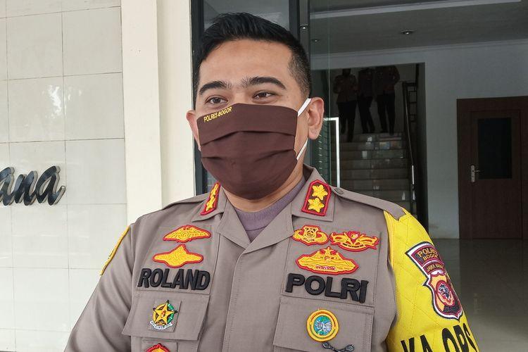Kapolres Bogor AKBP Roland Ronaldy saat ditemui usai melakukan pembatasan saat PSBB di Cibinong, Kabupaten Bogor, Jawa Barat, Rabu (15/4/2020)