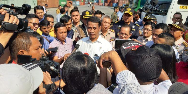 Menteri Pertanian (Mentan) Andi Amran saat mengunjungi tempat pemeriksaan fisik terpadu CDC Banda, Pelabuhan Tanjung Priok, Jakarta, Selasa (6/8/2019).