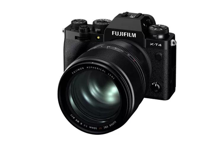 Fujifilm X-T4 dengan lensa XF50mm F1.0 R WR.