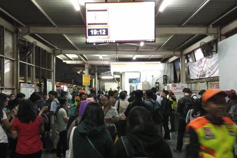 KRL Gangguan karena Tawuran Manggarai, Penumpang Pilih Transportasi Lain