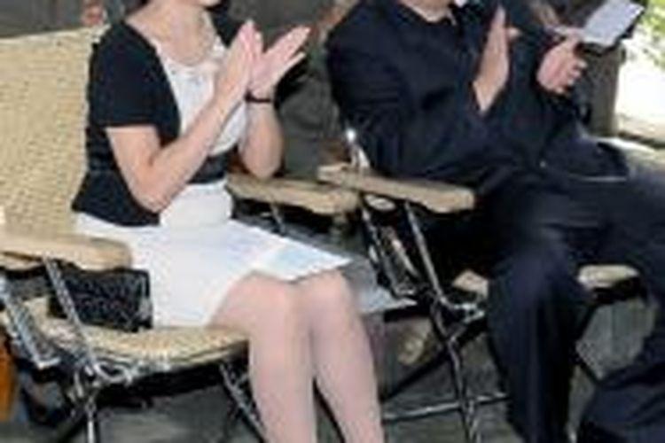 Pemimpin Korea Utara Kim Jong-un dan istrinya, Ri Sol-ju