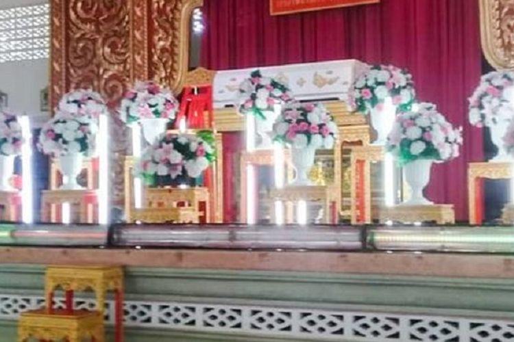Jenazah Potay Suriyawt Jiwakano terbaring di peti mati. Remaja 13 tahun itu dilaporkan sakit dan meninggal setelah sebelumnya dihukum 100 kali lompat jongkok.