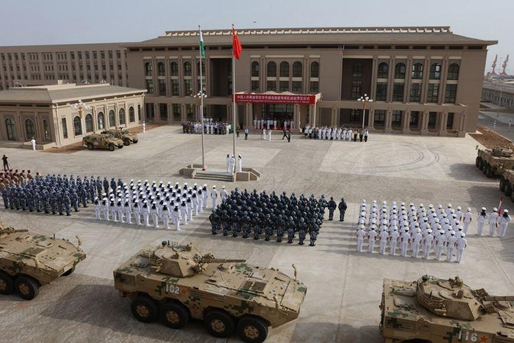 Foto yang diambil pada 1 Agustus 2017, memperlihatkan pasukan Tentara Pembebasan Rakyat China saat diresmikannya pangkalan militer China di Djibouti.