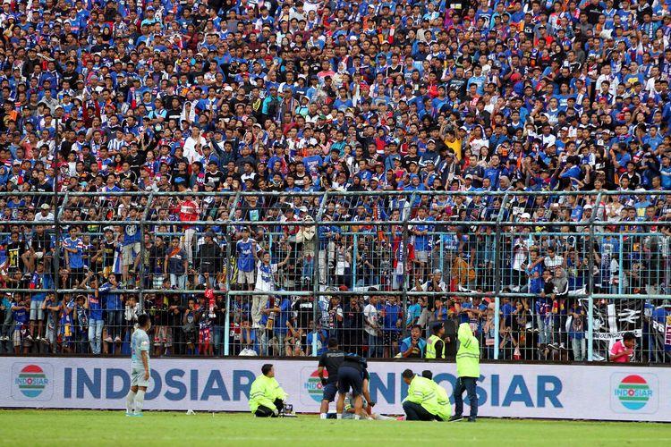 Sebanyak 27.181 Aremania menyaksikan Arema FC melawan Persib Bandung pada lanjutan Liga 1 2020 yang berakhir dengan skor 1-2 di Stadion Kanjuruhan Malang, Minggu (08/03/2020) sore.